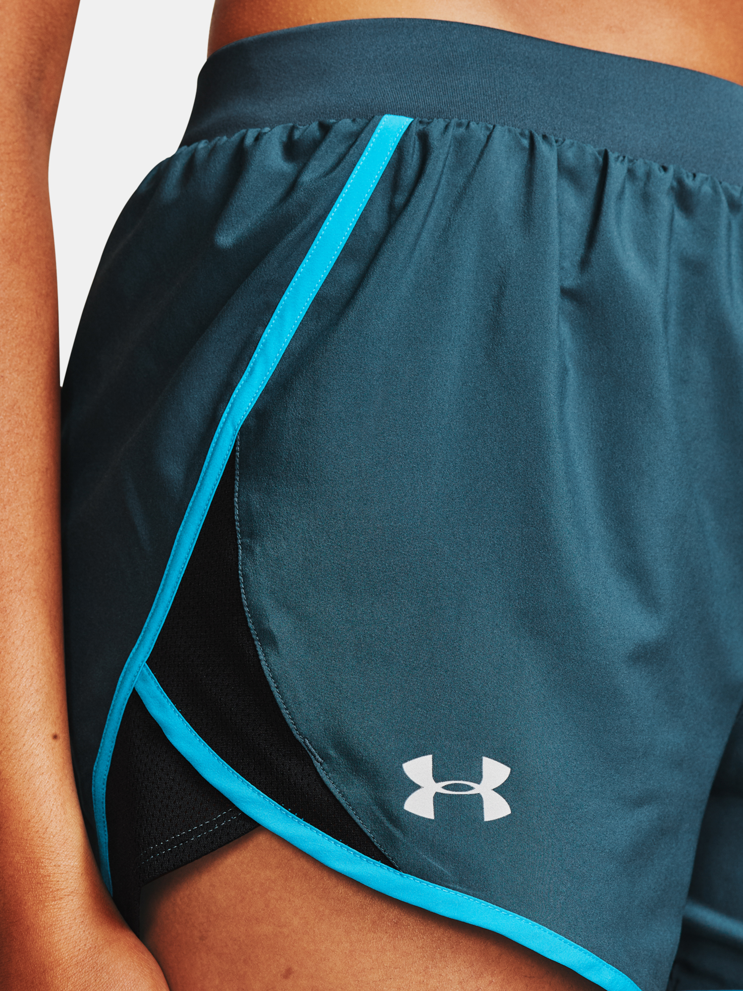 Kraťasy Under Armour W  Fly By 2.0 Short-BLU (5)