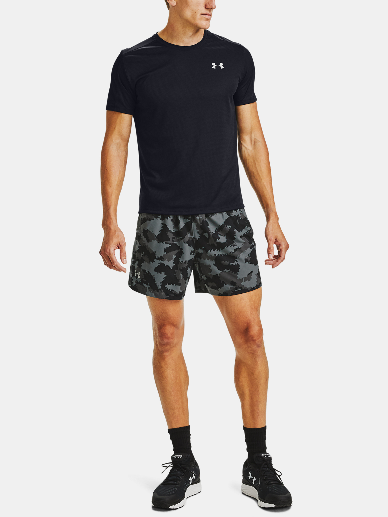 Kraťasy Under Armour UA Launch SW 5'' Camo Short-BLK (7)