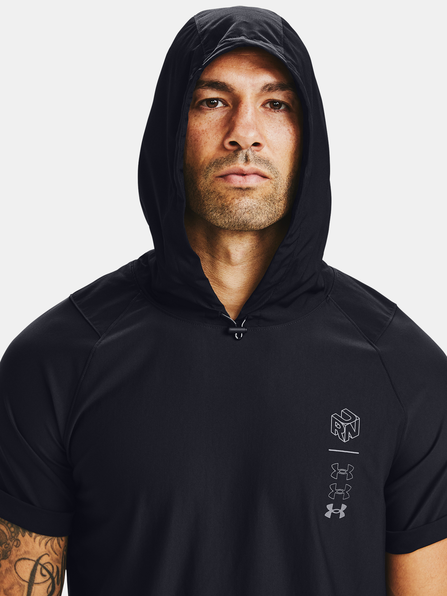 Mikina Under Armour UA Run Anywhere Hooded SS-BLK (5)