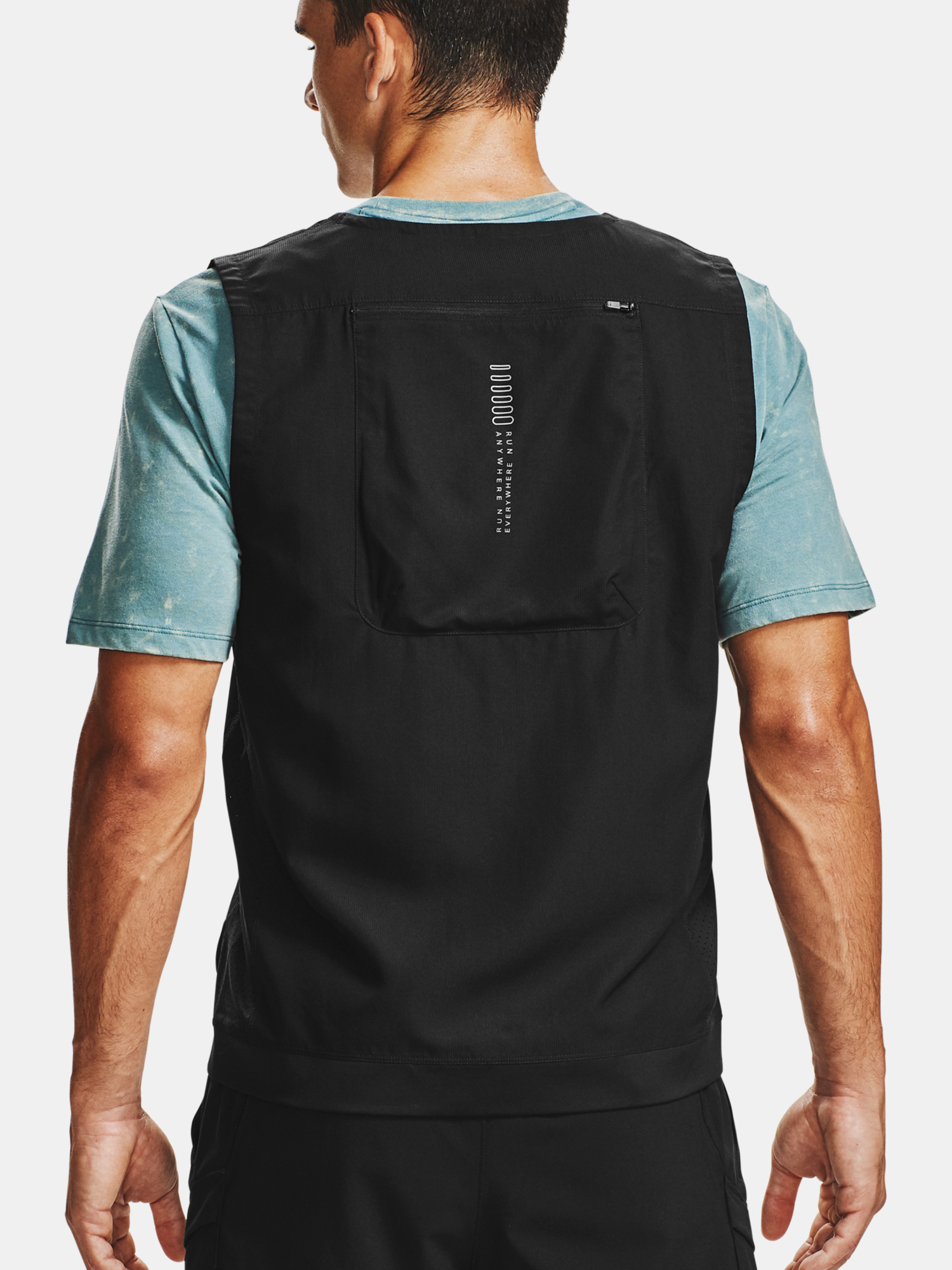 Vesta Under Armour M UA Run Anywhere Vest-BLK (2)