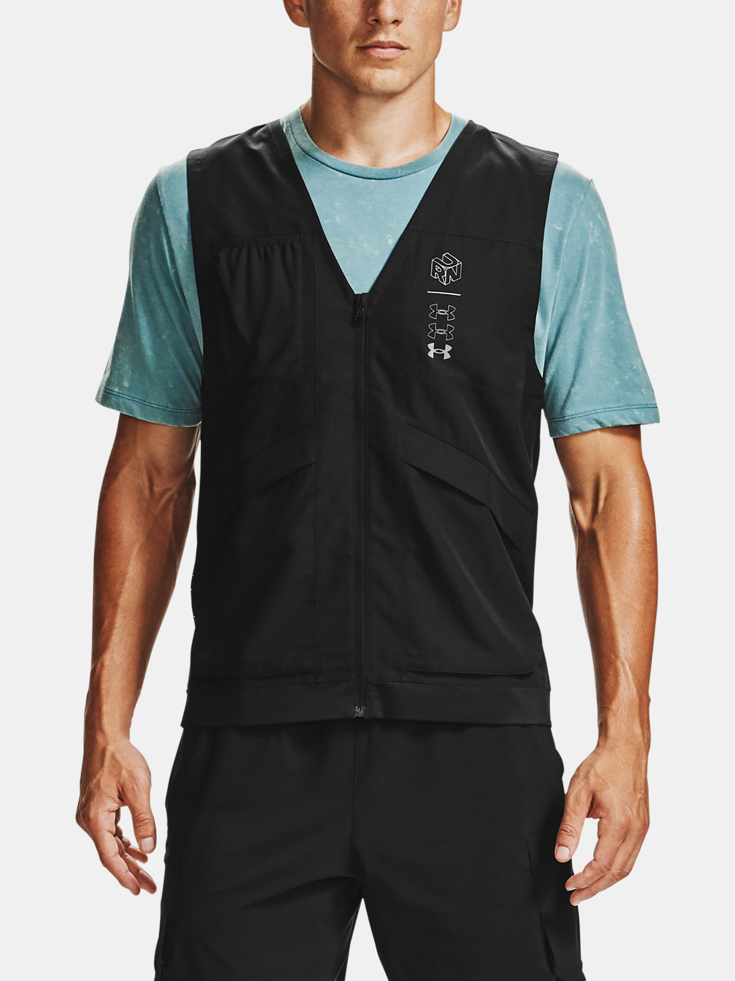 Vesta Under Armour M UA Run Anywhere Vest-BLK (1)