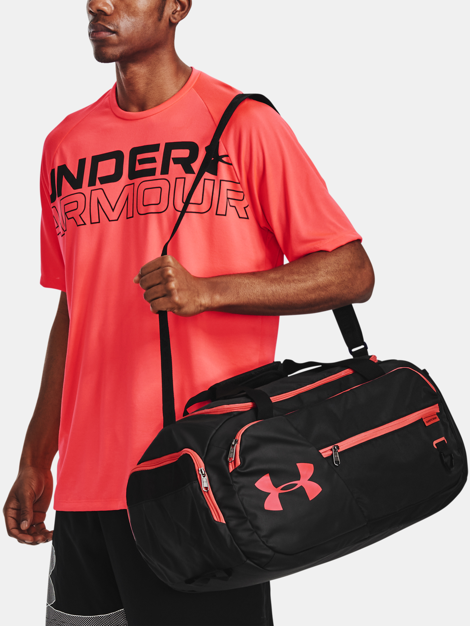 Taška Under Armour Undeniable 4.0 Duffle SM-BLK (7)