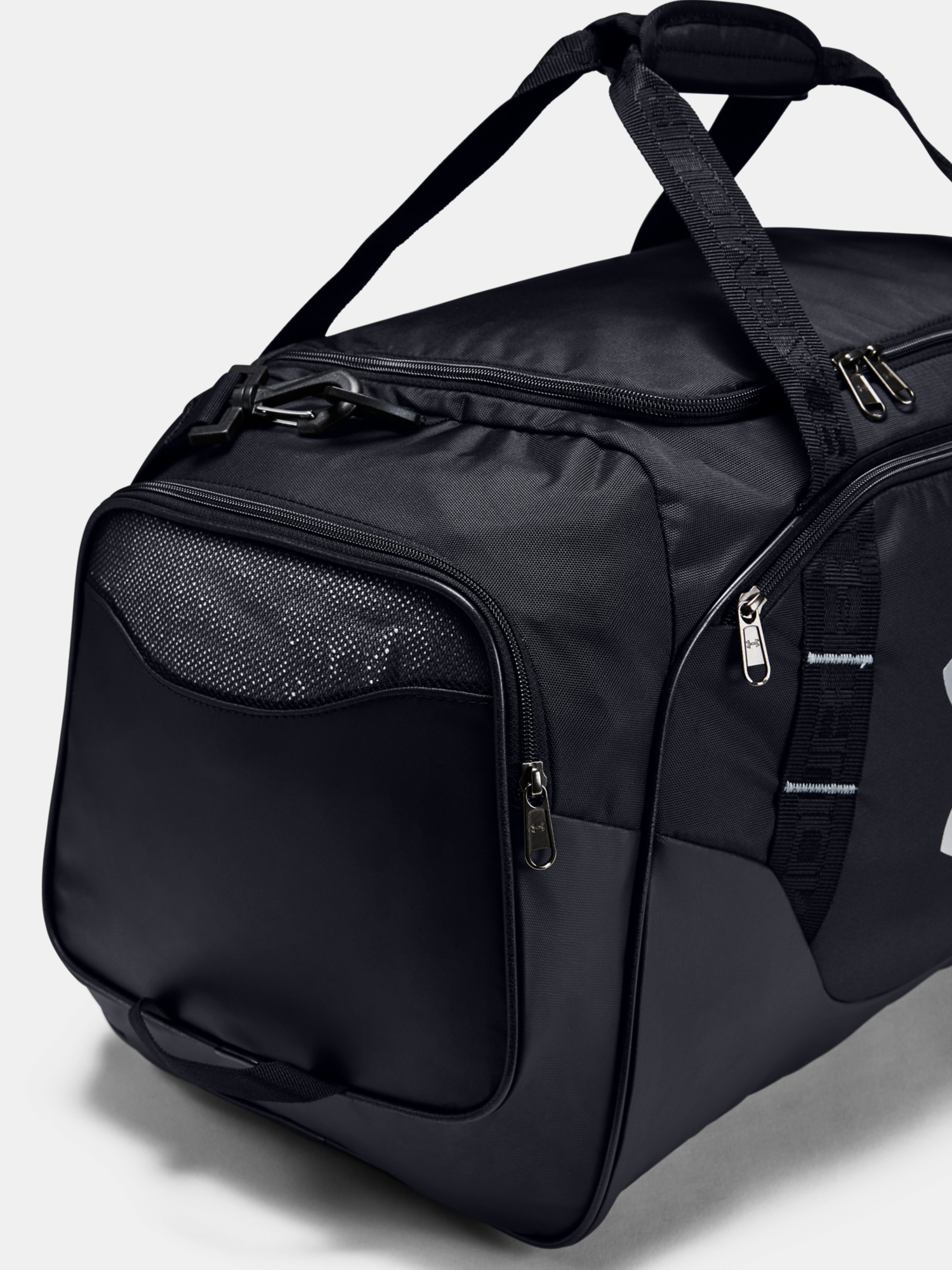 Taška Under Armour UA Undeniable Duffle 3.0 MD-BLK (5)