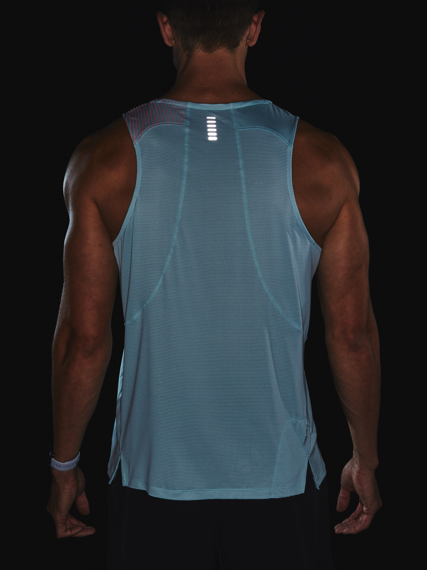 Tielko Under Armour M  Qlifier ISO-CHILL Singlet-BLU (7)