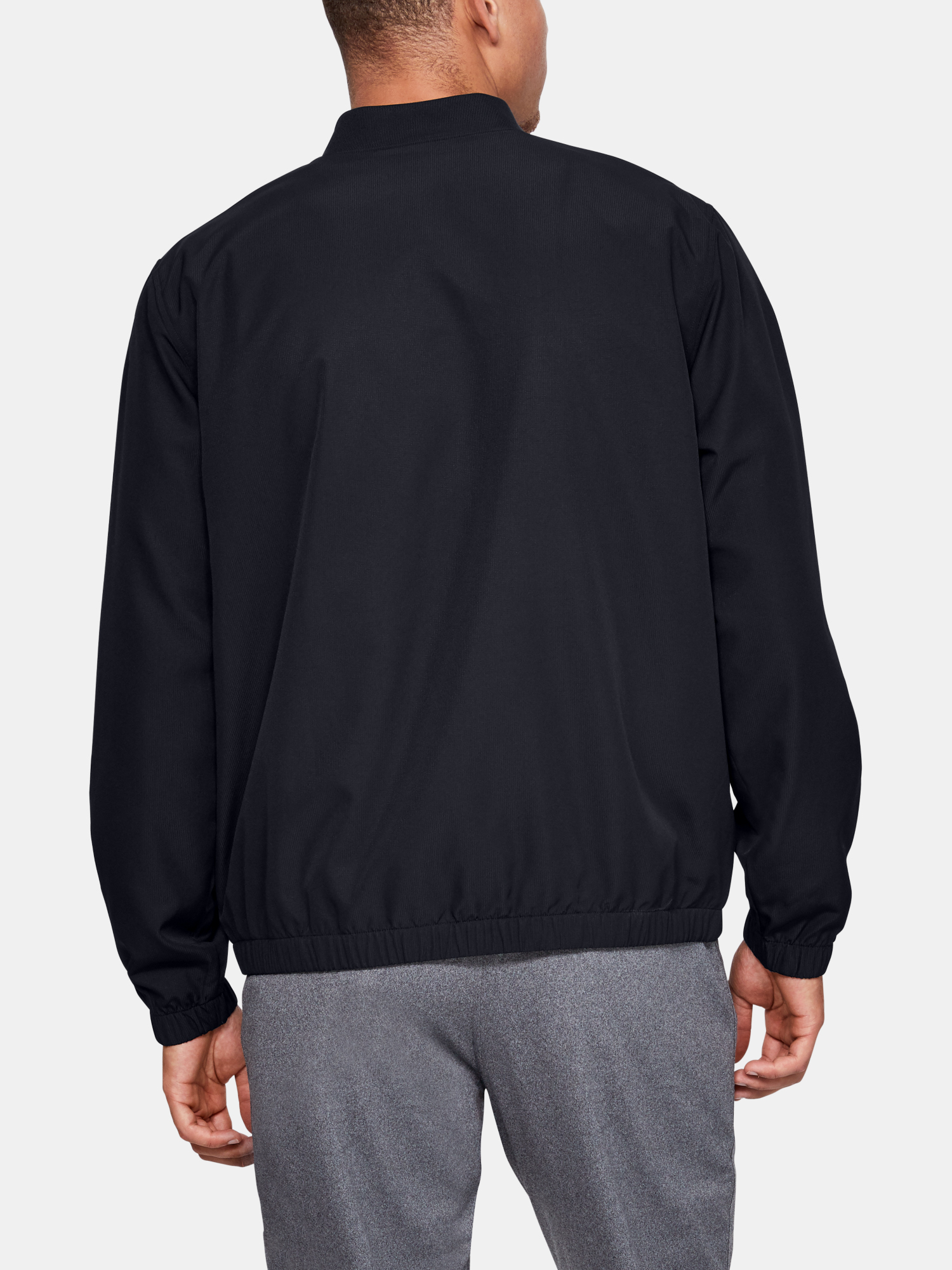 Bunda Under Armour Unstoppable Essential Bomber-Blk (2)