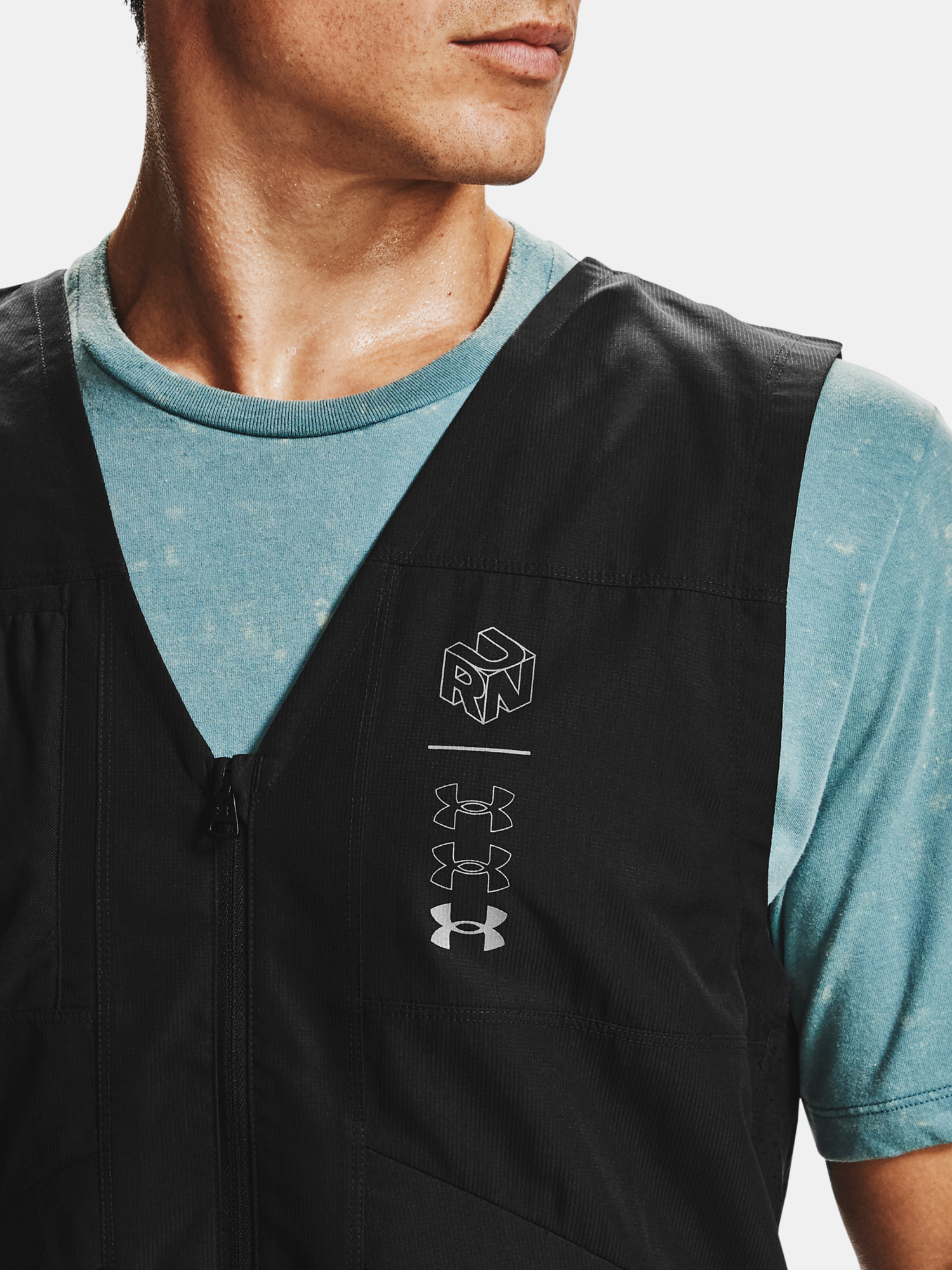 Vesta Under Armour M UA Run Anywhere Vest-BLK (5)