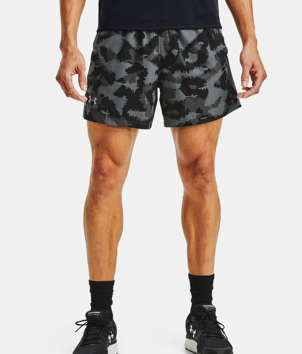 Kraťasy Under Armour UA Launch SW 5'' Camo Short-BLK (1)